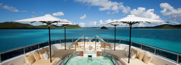 Superyacht-flybridge-islands-pool-umbrella